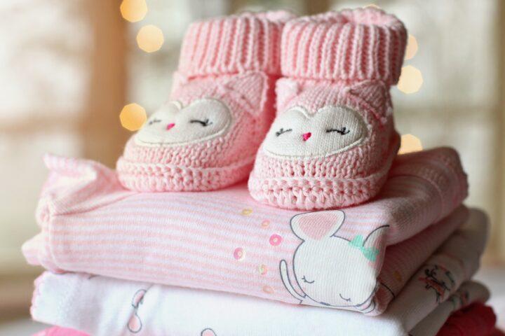 Sådan sparer du penge på babytøj