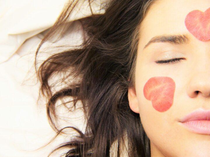 4 skønhedstips, der giver dig en langt smukkere og sundere hud